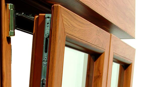 finestre e porte in PVC con doppia ribalta